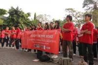 https://www.teachforindonesia.org/wp-content/uploads/2013/02/StudyOnTheRoad-4-938x625.jpg